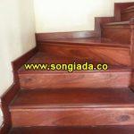 Cầu thang sơn giả gỗ